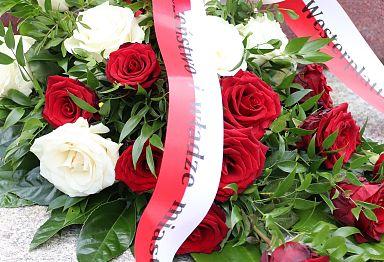 Wieniec kwiatów z okazji uroczystości 1 września i upamiętnienia poległych podczas II wojny światowej